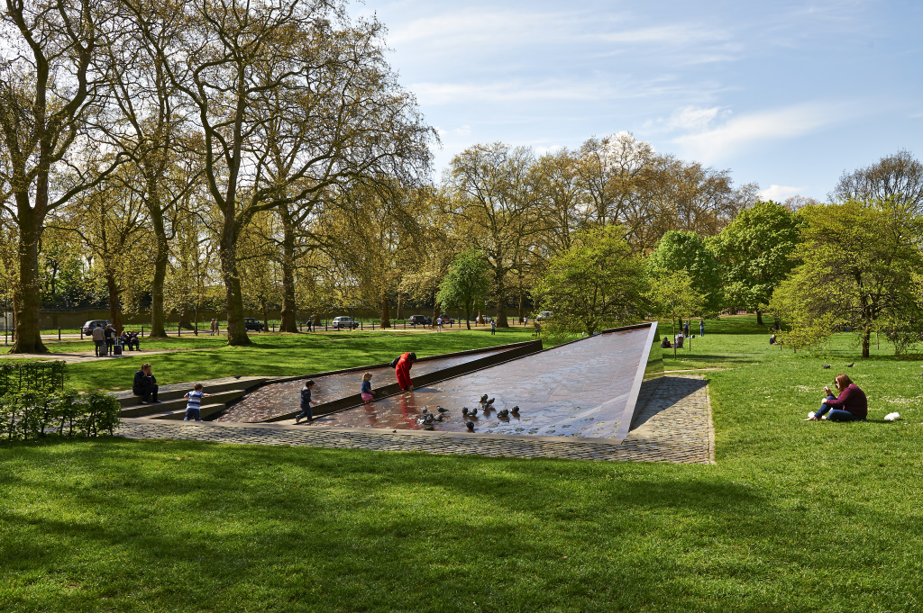 The Green Park: Canada Memorial